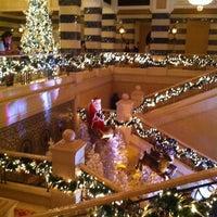 Foto diambil di Al Qasr Hotel oleh Sophia F. pada 12/24/2011