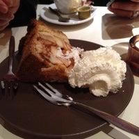 Photo taken at Brasserie 't Ogenblik by Guido Alfredo D. on 1/17/2012