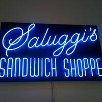 Das Foto wurde bei Saluggi's von Laurent R. am 7/31/2012 aufgenommen