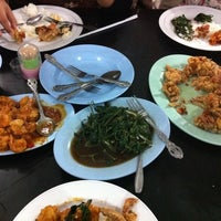 Photo taken at Dandito Seafood | Restaurant by Nofie A. on 11/10/2012