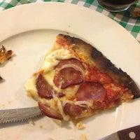 Foto tirada no(a) Pizza Pazza por Klemer C. em 1/13/2013