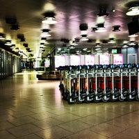 Foto tirada no(a) Terminal A por Nikolay P. em 11/27/2012
