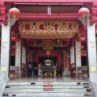 Photo taken at ศาลเจ้าจุ้ยตุ่ยเต้าโบ้เก้ง (Jui Tui Shrine) 水碓斗母宮 by Tivaluck M. on 6/2/2013