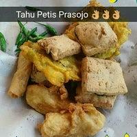 Photo taken at Tahu Petis Prasojo by Satrio P. on 10/5/2016