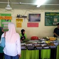 Photo taken at Nasi Lemak Angsana Desa Pandan by Putratama T. on 11/9/2013