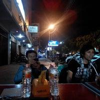 Photo taken at Nasi Goreng Iskandar by Zulhidayat A. on 11/16/2014