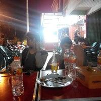 Photo taken at Nasi Goreng Iskandar by Zulhidayat A. on 11/9/2014