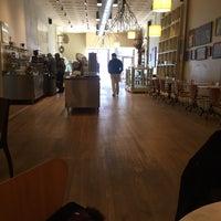 Foto tirada no(a) Athan's Bakery - Brighton por Monique M. em 2/21/2017