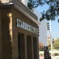 Foto tomada en Starbucks por Daniel R. el 6/22/2016