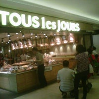 Photo taken at TOUS les JOURS by feny e. on 9/29/2012