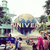 Photo taken at Universal Studios Singapore by Mika EunJin K. on 7/18/2013