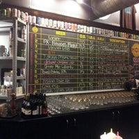 Foto tirada no(a) Hopworks Urban Brewery por Michael G. em 10/9/2012