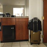 Foto tomada en Embassy Suites by Hilton Denver International Airport por Elise B. el 8/27/2018