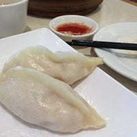 Photo taken at Ding Tai Fung Shanghai Dim Sum 鼎泰豐 by Chezlick on 10/5/2012