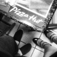 Foto tirada no(a) Pizza Hut por Vinicius H. em 2/27/2013