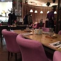 Снимок сделан в Corner Café & Kitchen пользователем Boris A. 1/2/2018