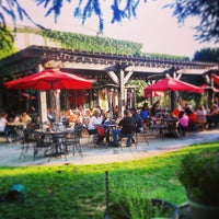 Photo taken at Healdsburg Bar & Grill by Tom C. on 5/26/2013