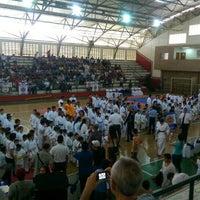 Photo taken at Gimnasio Verde Rojas by Efrén F. on 4/18/2015