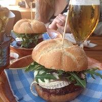 5/3/2014にBea G.がMakamaka Beach Burger Caféで撮った写真