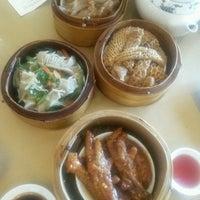 Photo taken at Big Gun Chinese Restaurant (廣州樓) by Daniel W. on 12/30/2016