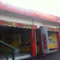 Foto scattata a Tortas & Burgers El puente da Tortas & Burgers El puente il 2/24/2016