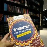 Foto tirada no(a) Livraria da Vila por Alana S. em 11/23/2016