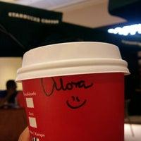 Foto tirada no(a) Starbucks por Alana S. em 12/12/2015