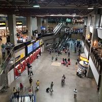 รูปภาพถ่ายที่ Aeroporto Internacional de São Paulo / Guarulhos (GRU) โดย Alana S. เมื่อ 1/12/2018