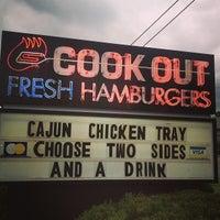 Foto tirada no(a) Cook Out por Nick P. em 4/15/2013