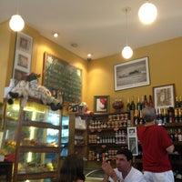 Foto tirada no(a) Maya Café por Henrique N. em 10/6/2012