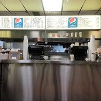 Photo taken at Novi's Beef by 🇺🇸 Tom 🚑 W. on 11/25/2012