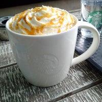 Das Foto wurde bei Starbucks von SmartMicha am 5/5/2015 aufgenommen