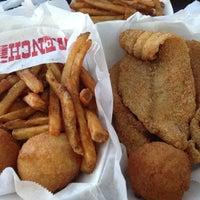 Das Foto wurde bei Yasin's Homestyle Seafood - West End von TJ am 7/28/2014 aufgenommen