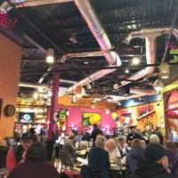 Foto tomada en La Parrilla Mexican Restaurant por jeff n. el 2/28/2018