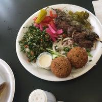 รูปภาพถ่ายที่ Karam's Mediterranean Grill โดย Joshua L. เมื่อ 8/12/2015