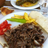 Das Foto wurde bei Alya Garden Restaurant Cafe von Sener O. am 3/4/2013 aufgenommen