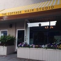 Das Foto wurde bei The Cottage Hair Salon von Stuart H. am 3/20/2014 aufgenommen