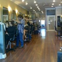 Das Foto wurde bei The Cottage Hair Salon von Stuart H. am 9/25/2012 aufgenommen