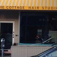 Das Foto wurde bei The Cottage Hair Salon von Stuart H. am 10/29/2013 aufgenommen