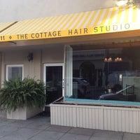 Das Foto wurde bei The Cottage Hair Salon von Stuart H. am 2/4/2014 aufgenommen