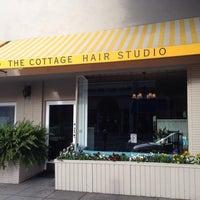 Das Foto wurde bei The Cottage Hair Salon von Stuart H. am 2/26/2014 aufgenommen