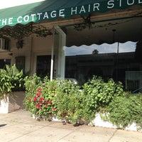 Das Foto wurde bei The Cottage Hair Salon von Stuart H. am 6/11/2013 aufgenommen