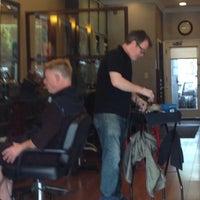 Das Foto wurde bei The Cottage Hair Salon von Stuart H. am 4/15/2014 aufgenommen