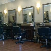 Das Foto wurde bei The Cottage Hair Salon von Stuart H. am 5/14/2013 aufgenommen