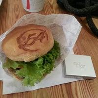 Foto tomada en Burger 54 por FDB ☆. el 1/24/2014