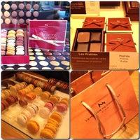 รูปภาพถ่ายที่ La Maison du Chocolat โดย Yoon L. เมื่อ 10/9/2013