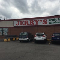 Photo taken at Jerrys Fruit And Garden Center by Drew P. on 7/20/2017