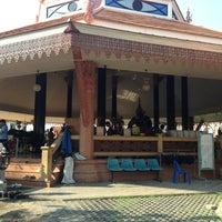Photo taken at วัดศีรษะทอง (วัดพระราหู) Wat Sisa Thong by Ou W. on 3/10/2013