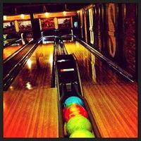 3/28/2013 tarihinde CatchCarriziyaretçi tarafından Punch Bowl Social'de çekilen fotoğraf