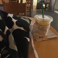 Photo taken at Starbucks by Pinrat L. on 11/16/2017
